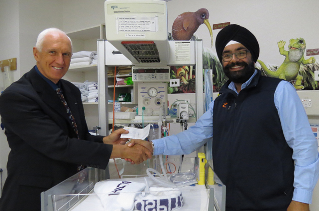 Raswinder Singh of Z Energy presenting Chairman Steve Nickson with a cheque for $3,000